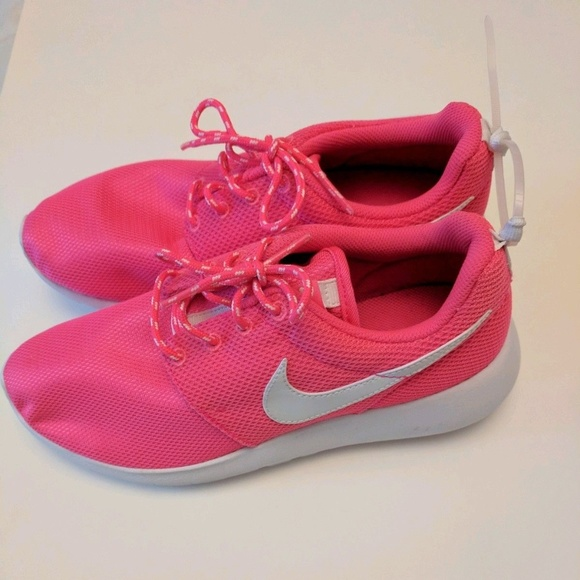 39b4e87f3f54 NEW Nike Roshe One Retro Hyper Hot Pink 6